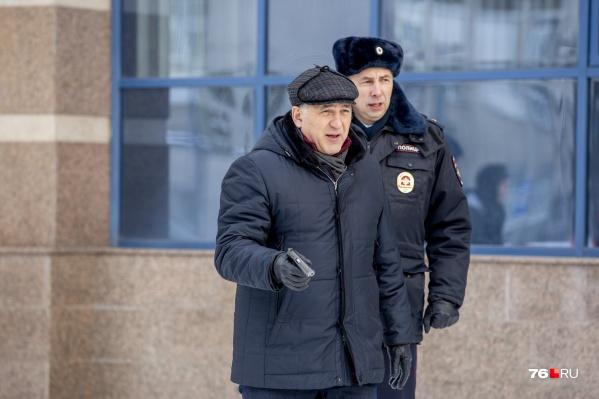 Главную роль в сериале исполняет Сергей Пускепалис