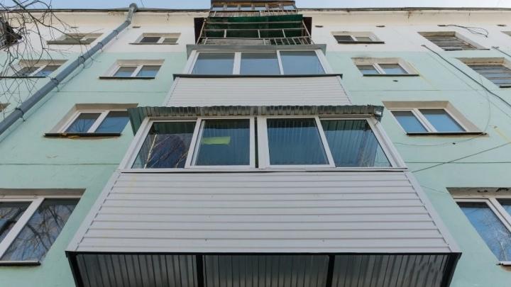 В Прикамье из окна пятого этажа выпал годовалый ребенок
