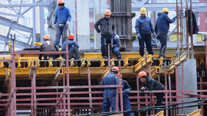 Власти позволили трудовым мигрантам из Узбекистана и Таджикистана вернуться на уральские стройки