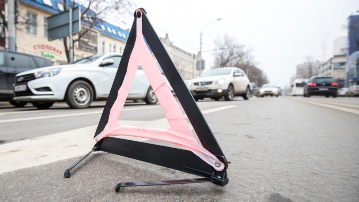 Вылетел на встречку: в ДТП под Новочеркасском погиб мужчина и пострадали двое военнослужащих