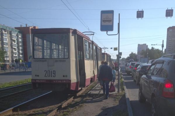 Трамваи сейчас не едут на Северо-Запад