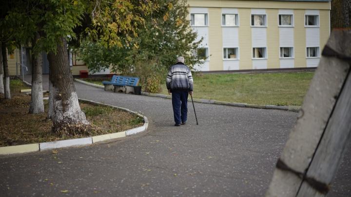 В России надо жить долго? Эмоциональная колонка омички о том, как тяжело приходится родным стариков