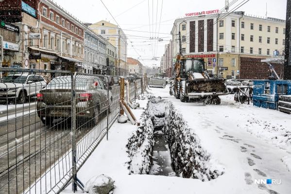 Гигантские лужи на улице Алексеевской давно стали «достопримечательностью Нижнего Новгорода