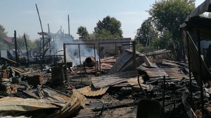 Губернатор Ярославской области пообещал помочь многодетной семье, потерявшей дом в пожаре