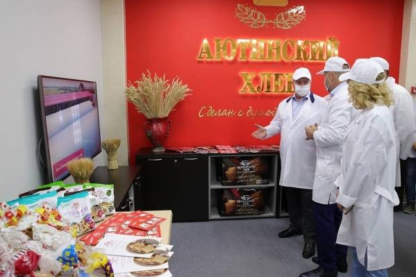 Голубев побывал на предприятии одного из крупнейших производителей хлеба на Дону