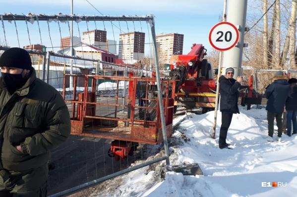 Жители Уралмаша вышли протестовать против возведения вышки связи