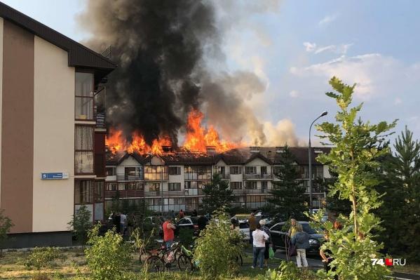 Дом загорелся после того, как в него попала молния