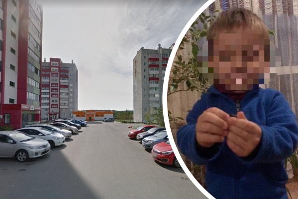 Пятилетний мальчик, по словам соседей, часто гуляет один