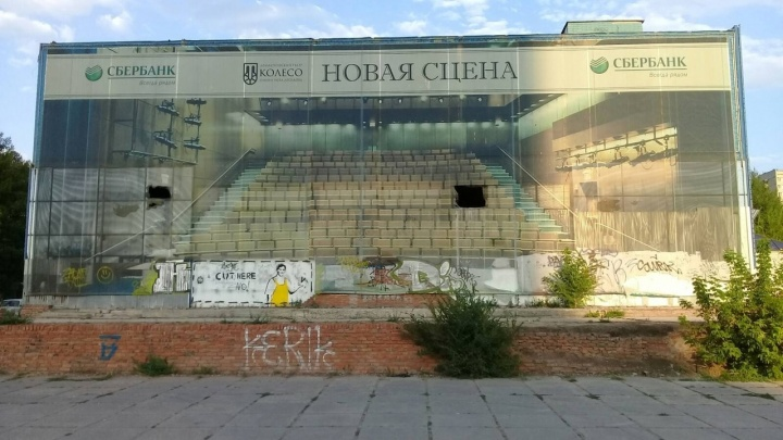 В Самарской области ребенок упал с высоты в заброшенном клубе