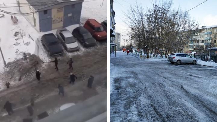 Жители Покровского начали самостоятельно чистить дворы, не дождавшись уборки
