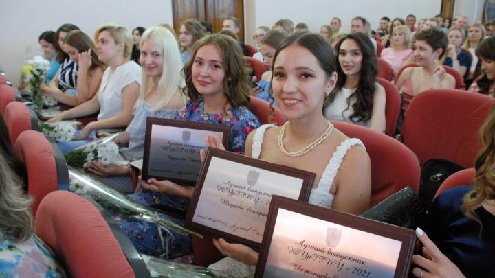 В педагогическом университете определили 100 лучших выпускников