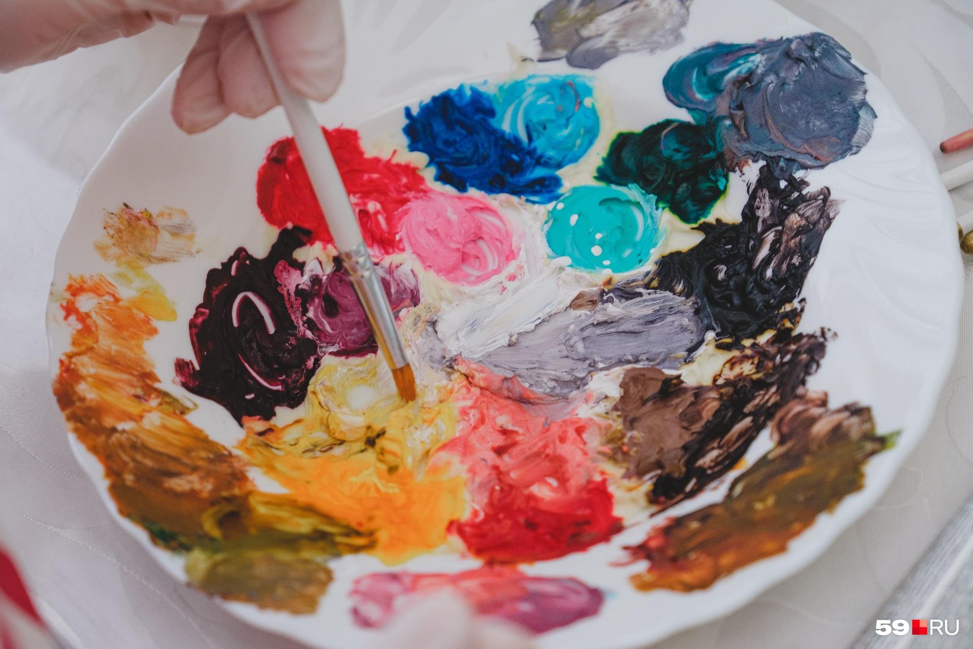 Вместо красок кондитер использует крем с пищевыми красителями