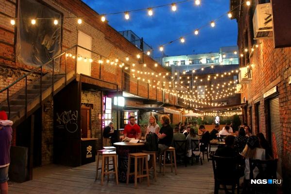 Рестораторы могут превратить задворки в модное и уютное место