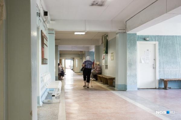 """В отделениях реанимации находятся <nobr class=""""_"""">63 человека</nobr>. На ИВЛ — <nobr class=""""_"""">7 пациентов</nobr>"""
