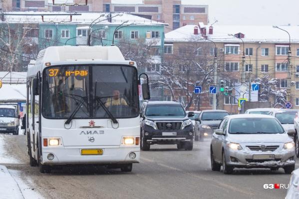 Сейчас на большинстве дорог выделенных полос для общественного транспорта нет