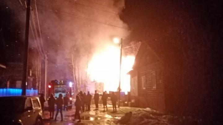 В Архангельске рядом с Зарусьем в пожаре погибло два человека