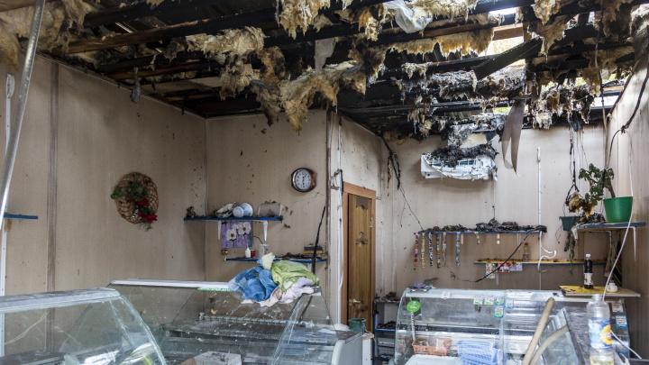 В Дзержинском районе Волгограда на рынке сгорел павильон