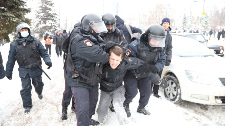 В Самаре задержали первых пятерых участников митинга в защиту Навального