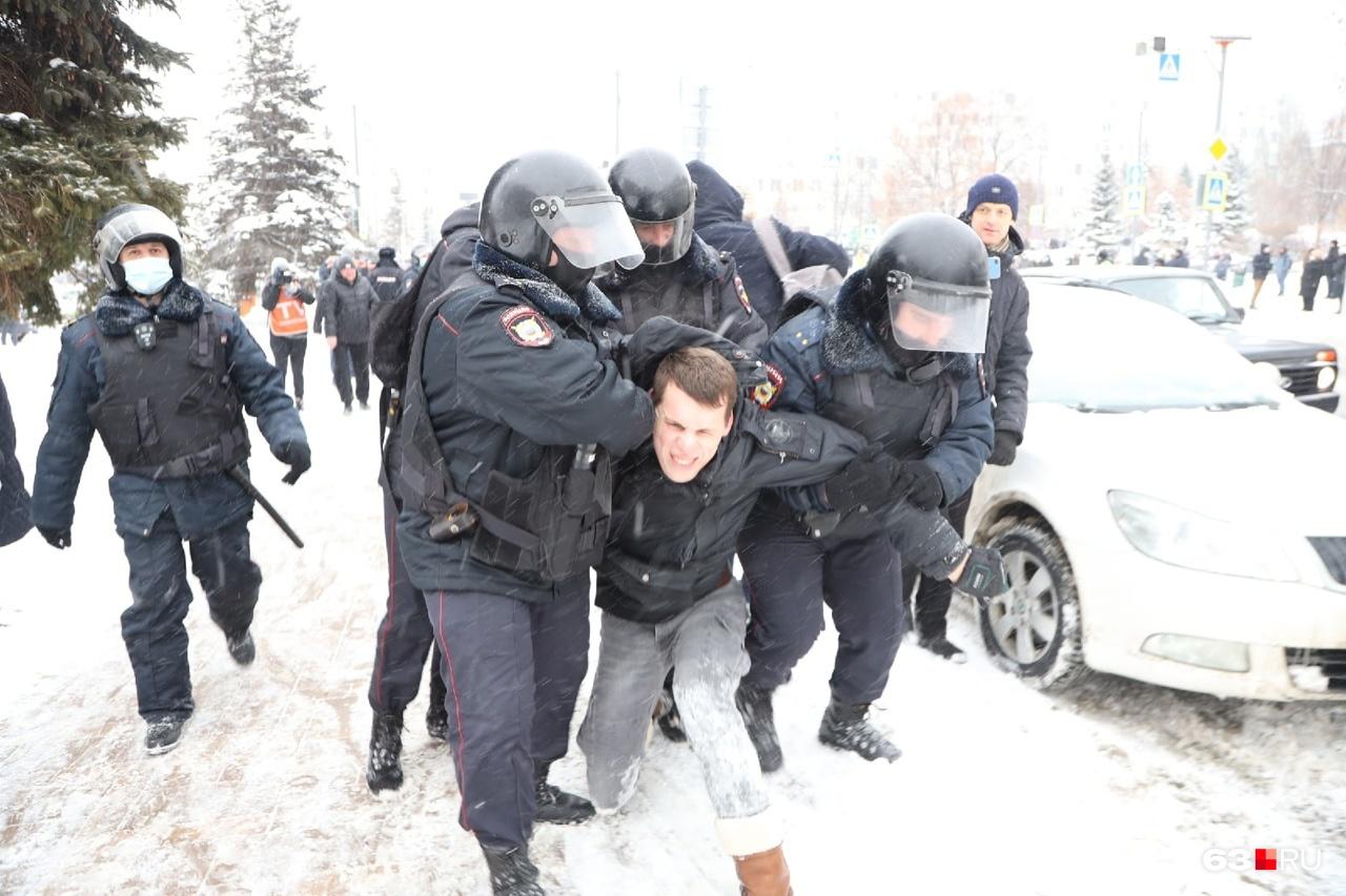 Жесткое задержание одного из участников
