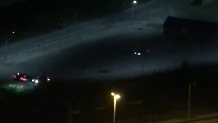 «Тормоза визжат так, что невозможно спать»: жители Синих Камней и ЖБИ пожаловались на дрифтеров в полицию