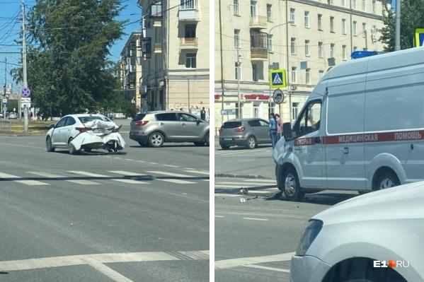 Очевидцы сфотографировали разбитые машины