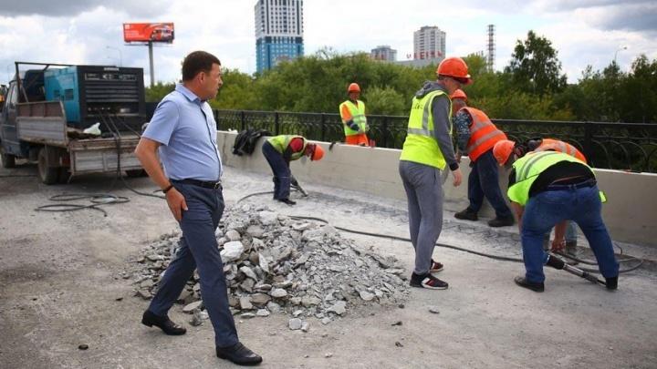 Губернатор внезапно приехал на мост на Луганской, из-за которого Екатеринбург встал в пробки