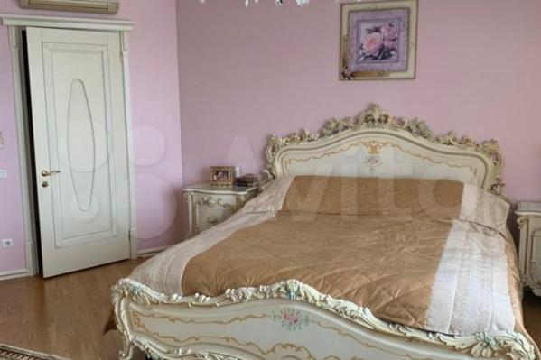 Спальни в квартире есть и на первом, и на втором этажах
