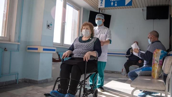 Увезут обездвиженных больных к врачу и на процедуры: в Свердловском онкодиспансере запустили службу помощи