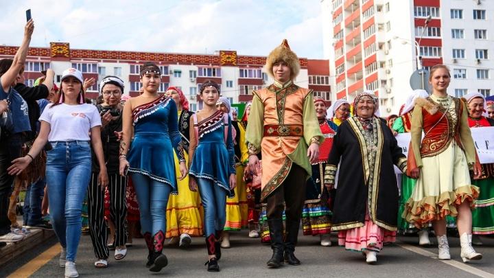 В Уфу прилетели первые участники Всемирной фольклориады