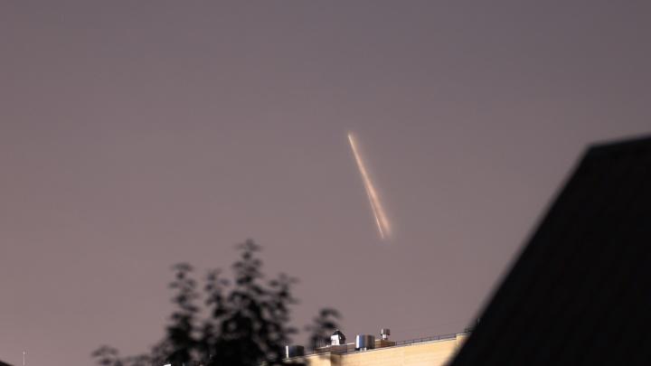 Ракета над Тюменью: любуемся снимками космического гостя, запущенного с Байконура