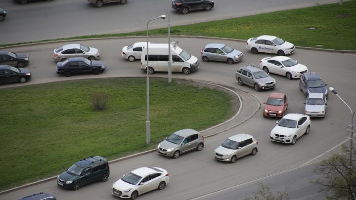 В администрации главы Башкирии рассказали, для кого покупают бронированные колеса на машину
