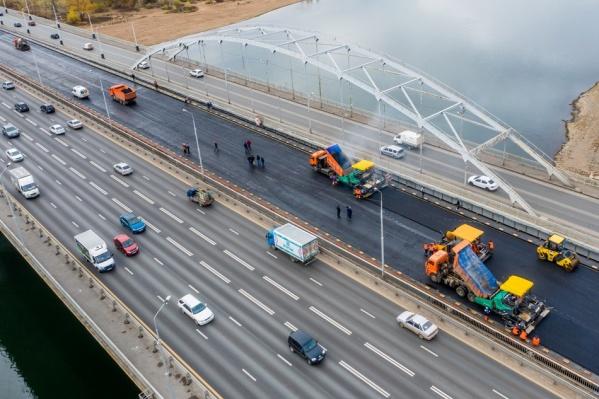 Власти обещали завершить строительство моста до конца года