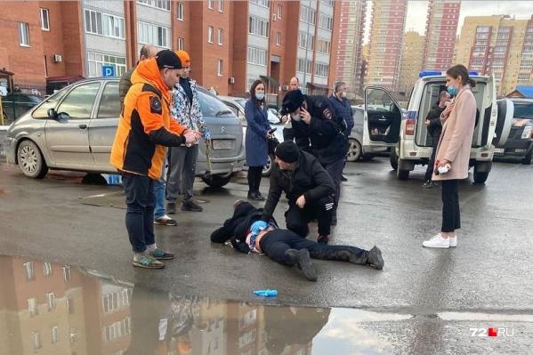 До приезда скорой с раненым были очевидцы