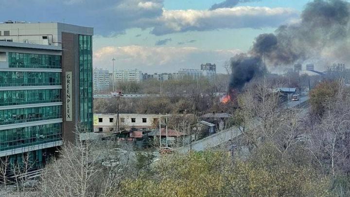 В центре Челябинска, где хотят построить небоскреб, вспыхнул пожар — четвертый за несколько месяцев