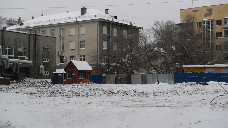 В Новосибирске снесли бывшее здание хореографического училища, где учились знаменитости. Рассказываем его историю