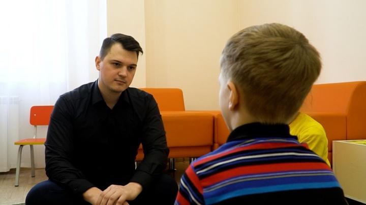 «Пример нужно брать не только с тёть»: мы нашли единственного психолога-мужчину вдетсадах Красноярска