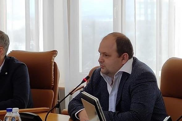 Сергей Васильев рассказал депутатам, что является бывшим летчиком