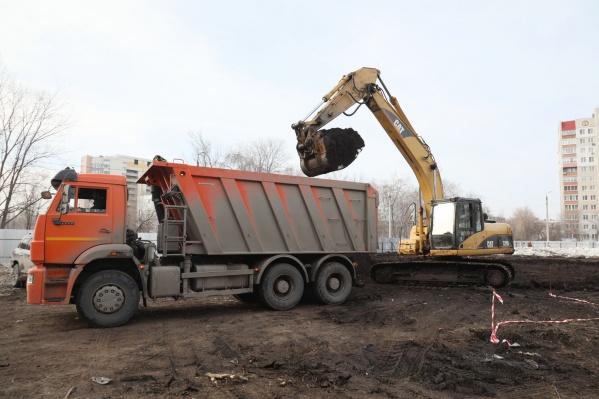 Рабочие подготовили территорию к строительству