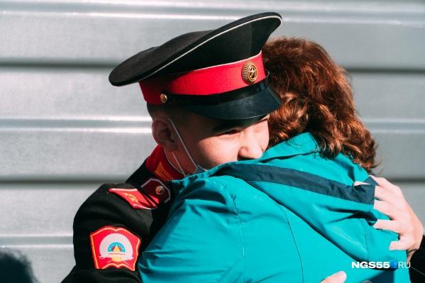 Родители кадетов очень соскучились и долгое время не могли отпустить своих детей