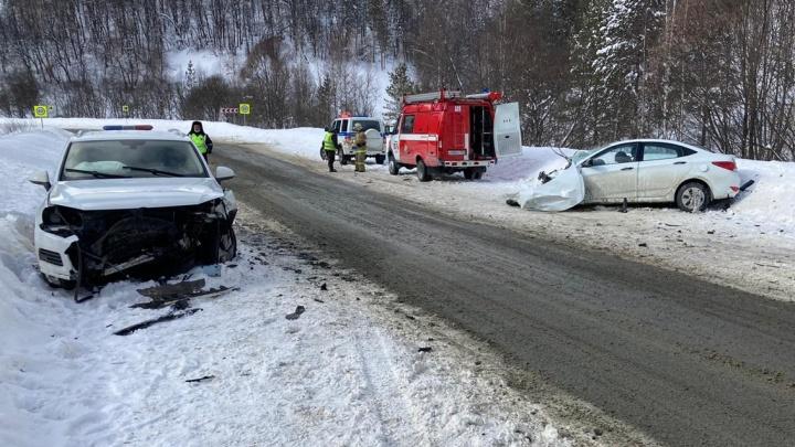 В Башкирии в ДТП с Volkswagen Touareg и Hyundai Solaris погибла женщина