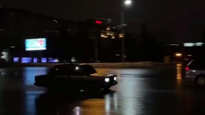 «Мы знали, на что мы идем»: стрелявшего ради хайпа на площади Ленина новосибирца нашли и оштрафовали на40тысяч