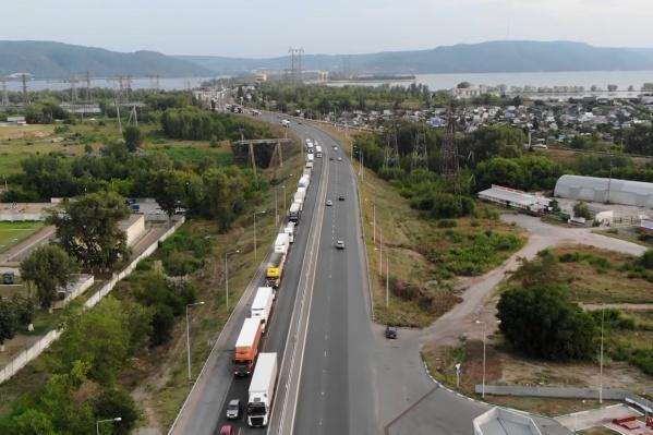 Трассу М-5 в районе Тольятти снабдили транспортной развязкой для того, чтобы автомобилисты не стояли в пробках