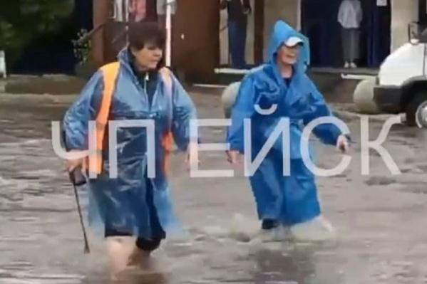 В Ейске люди были вынуждены переходить улицы вброд