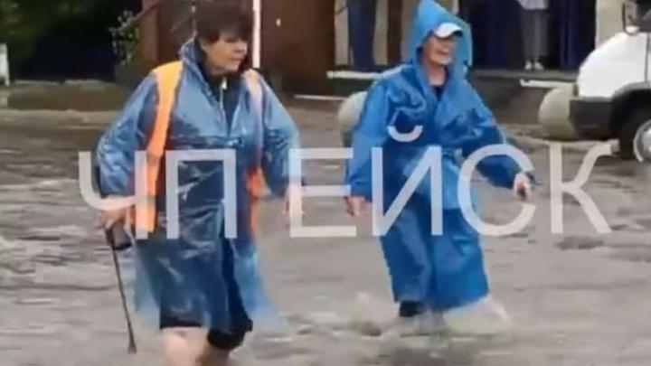 На Кубани объявили штормовое предупреждение о ливне и грозах. Ейск уже затопило