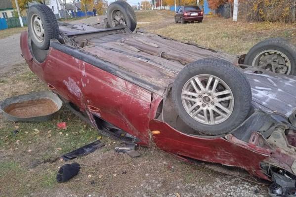 Машина опрокинулась, а двое мужчин погибли