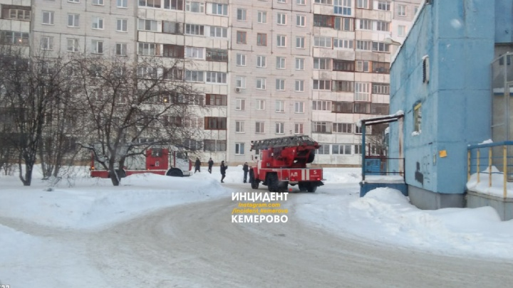 Из кемеровского ТЦ эвакуировали всех посетителей. В МЧС рассказали, что произошло