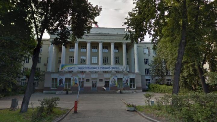 Ошибки прошлого: ремонт аварийного общежития в центре Екатеринбурга остановили во второй раз