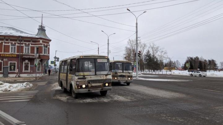 В Архангельске столкнулись два автобуса. Пострадало три человека, из них двое детей