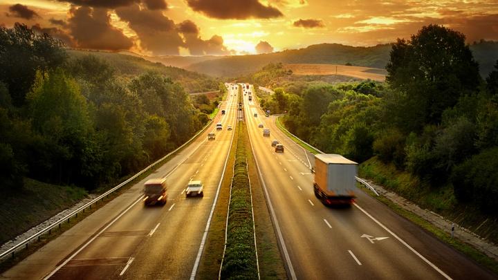 На российских трассах проложат виртуальные рельсы для грузовых автомобилей