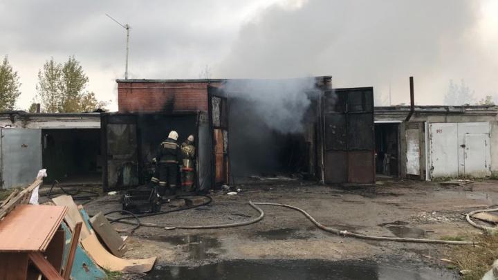 Пьяная компания спалила гараж в Советском округе. Пострадали двое мужчин